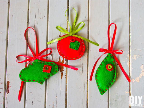 Beautiful Felt Ornaments. These Christmas ornaments are a great DIY Holiday Craft project. They are really fun to make and possibilities are endless. Click through to learn how to make some too with a easy to follow tutorial! A great gift idea too! thediydreamer.com