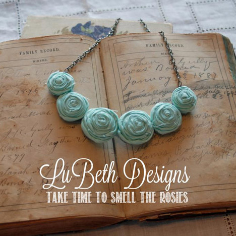 Posie-Necklace-Iced-Mint-Feature