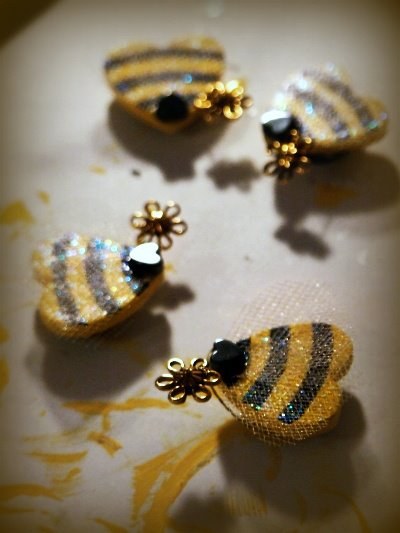 DIY Bee Magnets