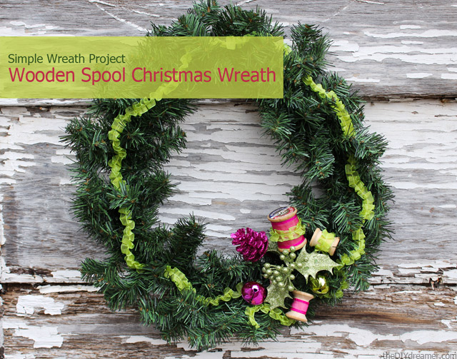 Simple Wooden Spool Christmas Wreath - Tutorial by theDIYdreamer.com