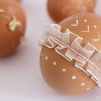 How to Decorate Easter Eggs with Paint and Ribbon