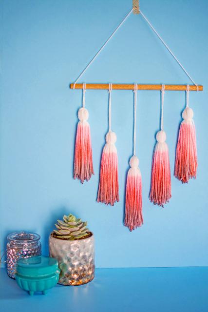 DIY Dip Dye Yarn Tassel Wall Hanging