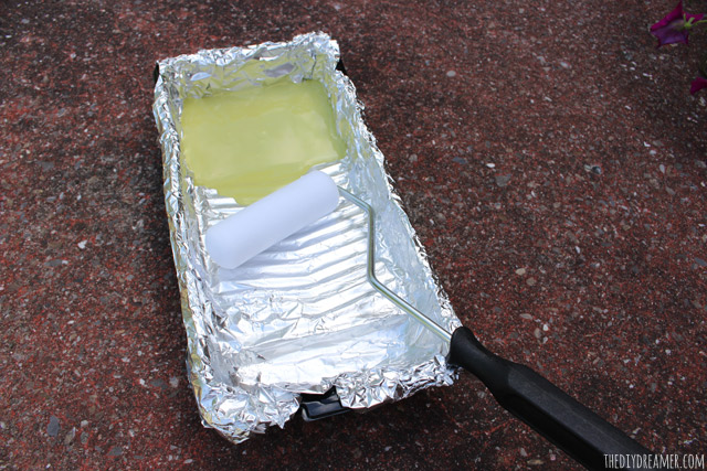 Use Aluminium Foil to Line Paint Pan