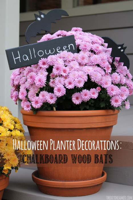 Halloween Planter Decorations: Chalkboard Wood Bats - Super fun and easy Halloween decor for your plants!