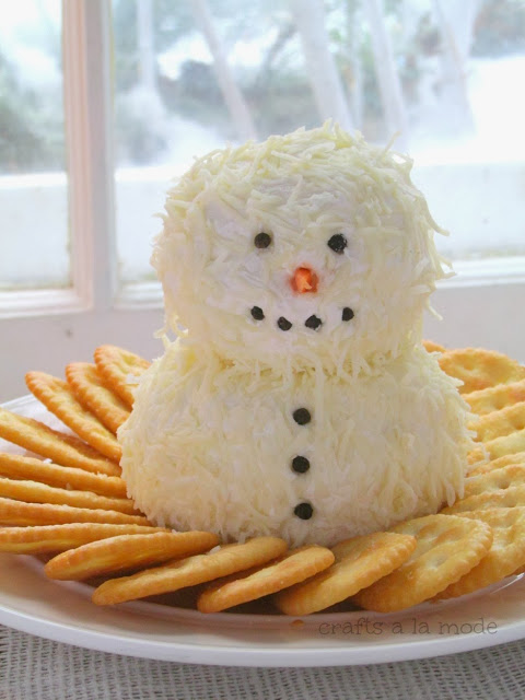Yummy Snowman Cheeseball