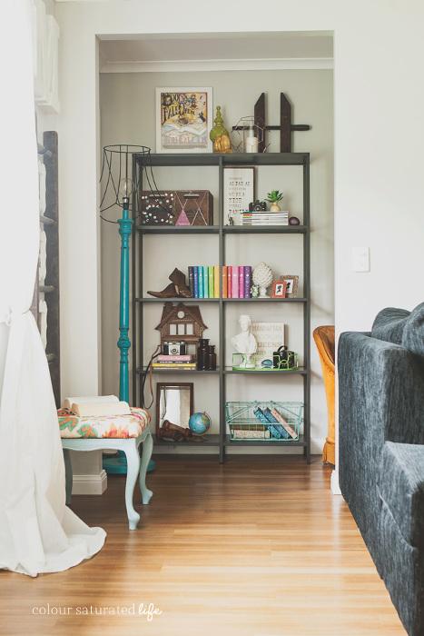 Hallway Alcove - Beautifully decorated hallway bookshelf