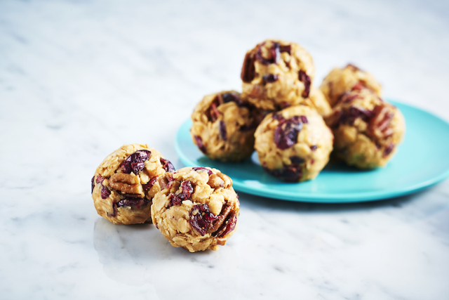 Delicious Kid-Friendly No Bake Peanut Butter Snack Bites recipes. If you are looking fun recipes to do with your kids, you must check out these recipes! Not only do kids love to make them, they love to eat them too! They make GREAT energy snacks too! Fruit-and-Nut Peanut Butter Snack Bites and No Bake Peanut Butter Snack Bites.