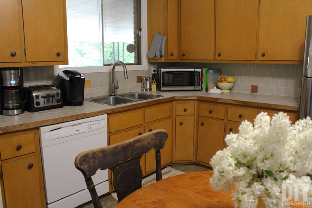 A kitchen makeover can be a big task that costs a lot. Give a kitchen a gradual new look by changing a few things at a time. Fresh paint, new faucet, etc.