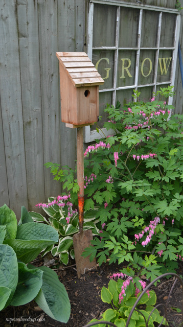 Old Shovel Bird House Stand
