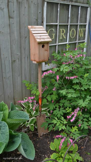 Old Shovel Bird House Stand
