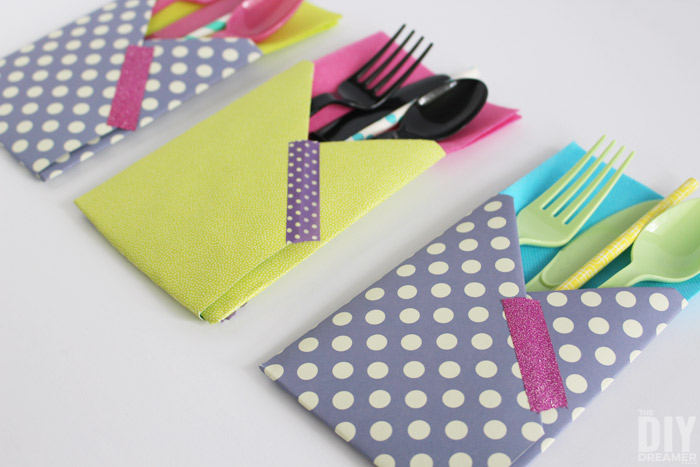 Crafting with Paper: DIY Utensil Holders! These little guys are so easy to make and they come in really handy at parties!