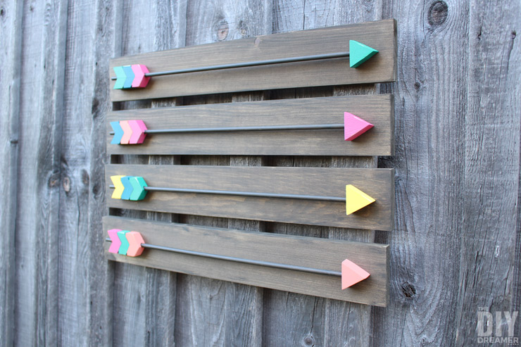 Make your own Arrow Wall Decor! Fabulous DIY Wood Arrows Wall Art tutorial! Includes FREE Arrow Template!
