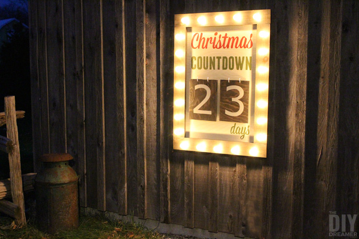 What better way to countdown to Christmas than with a Giant Outdoor Christmas Countdown Marquee Sign. Check out the tutorial to make one too! Click through for the instructions: thediydreamer.com