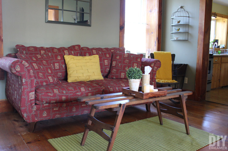 Kleenex® Perfect Fit canisters inspired the color scheme of this living room.