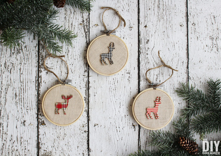 Embroidery Hoop Ornaments. How to make embroidery hoop ornaments for your Rustic Themed Christmas Decor. Easy deer embroidery hoop Christmas ornaments. thediydreamer.com