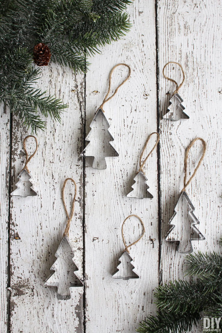 Homemade Christmas Ornaments. Quick and Easy Cookie Cutter Ornaments. thediydreamer.com