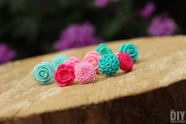 Easy to Make Rings: How to Make DIY Flower Cabochon Rings. This is such an easy project, you'll want to make more and more rings!