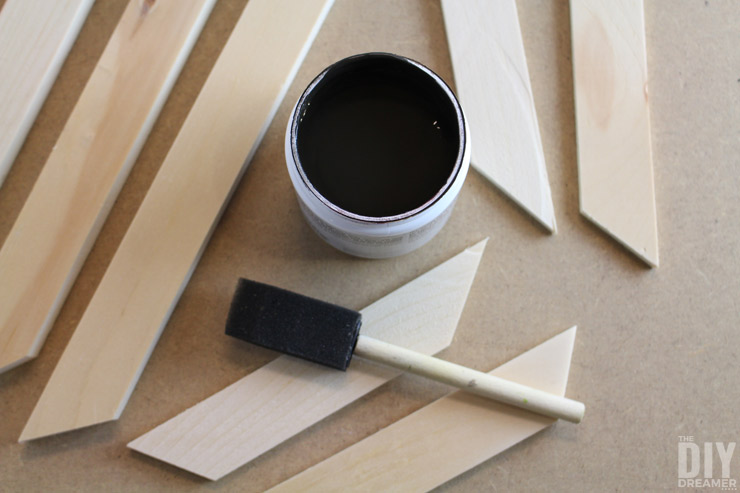 How to stain wood easily