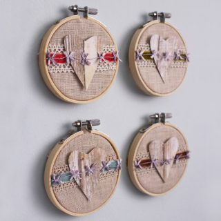 Create beautiful Valentine's Day art with embroidery hoops! Fun embroidery hoop Valentine art.