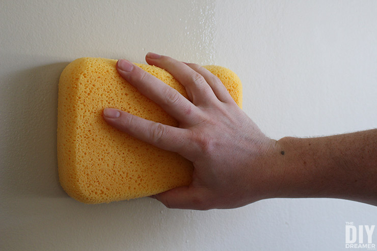 How to clean walls before applying paint