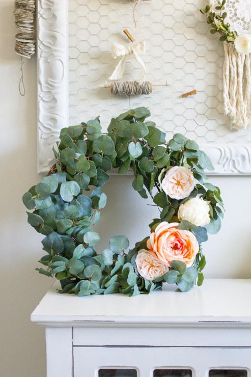 How to make your own DIY Eucalyptus Wreath