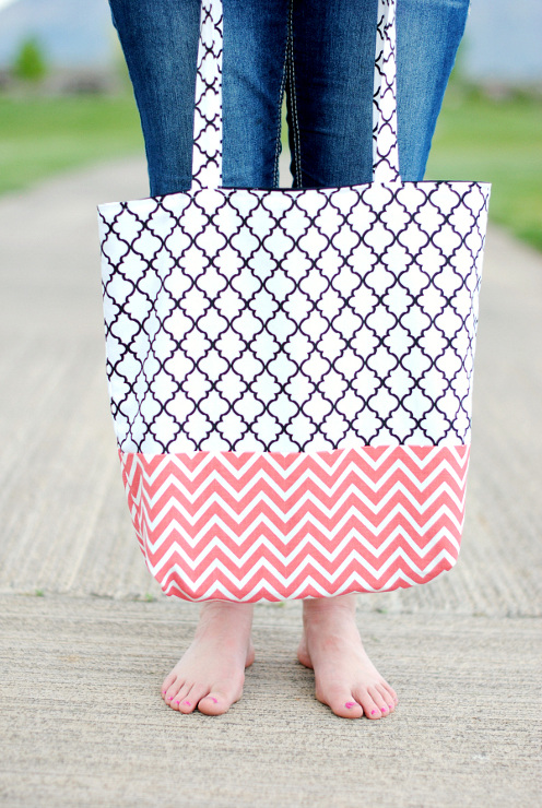 Easy Tote Bag Tutorial. Beautiful sewing tutorials for beginners.