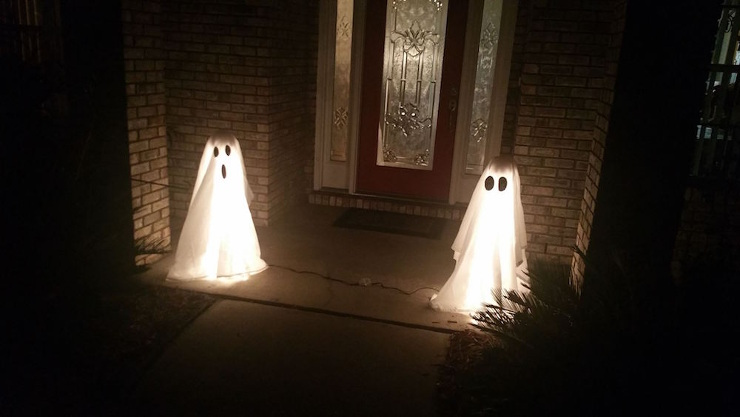 How to Make Halloween Ghost Lights For Your Front Porch