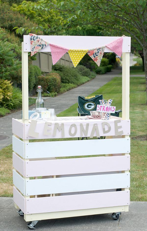 DIY Rolling Lemonade Stand