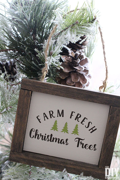 DIY Farm Fresh Christmas Trees ornaments. Freshly cut Christmas trees mini sign to hang on the Christmas tree.