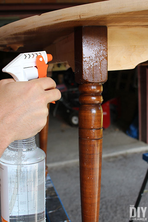 How to clean furniture before painting