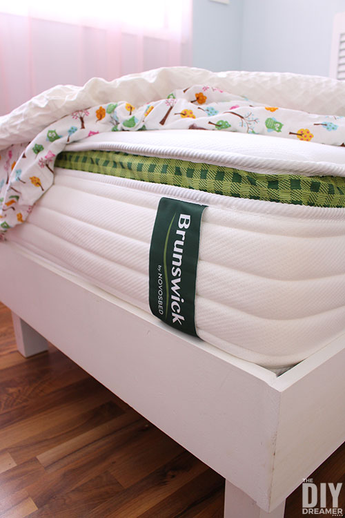 Brunswick mattress with classic spring comfort. Shopping for a mattress online and shipped in a box. Very comfortable mattress, like a high-end hotel mattress.
