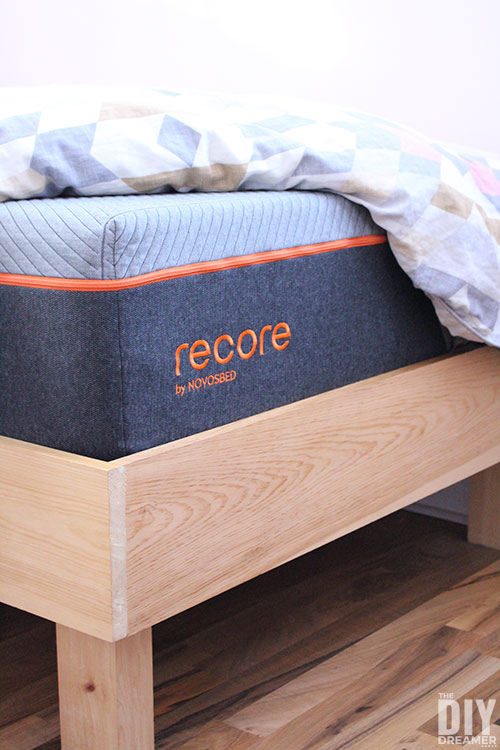 Recore performance mattress for restorative sleep. Mattress with maximum comfort for peak performance. Bed in a box.