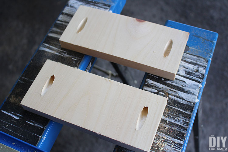 Side pieces with pocket holes.