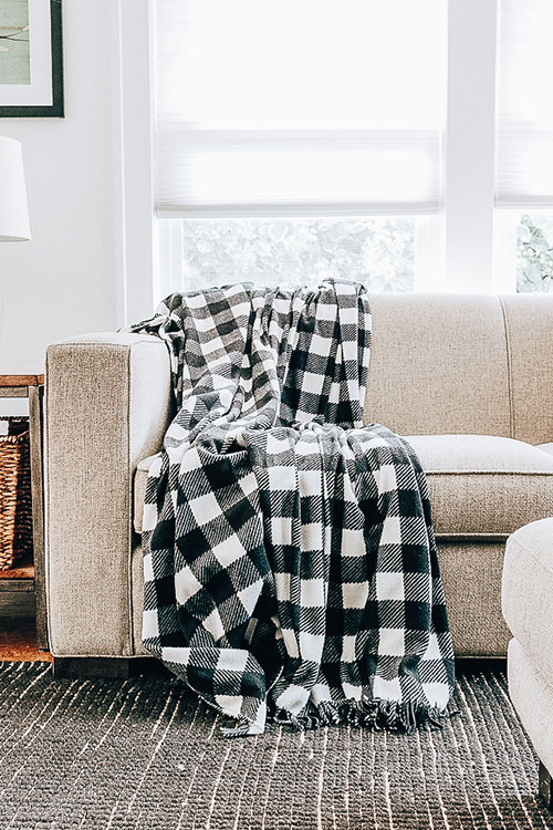 How to Make a Cozy Fleece Blanket Without Ties