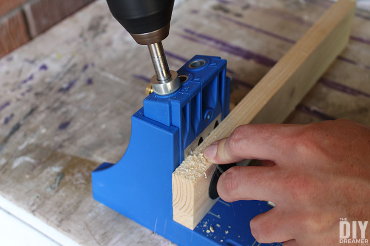 How to make pocket holes in support piece.