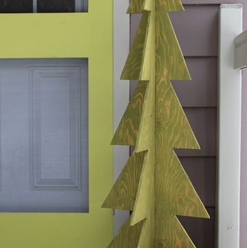 DIY 3D Wood Christmas Tree. This DIY Christmas tree measures 4 feet tall. Makes a great outdoor decoration.