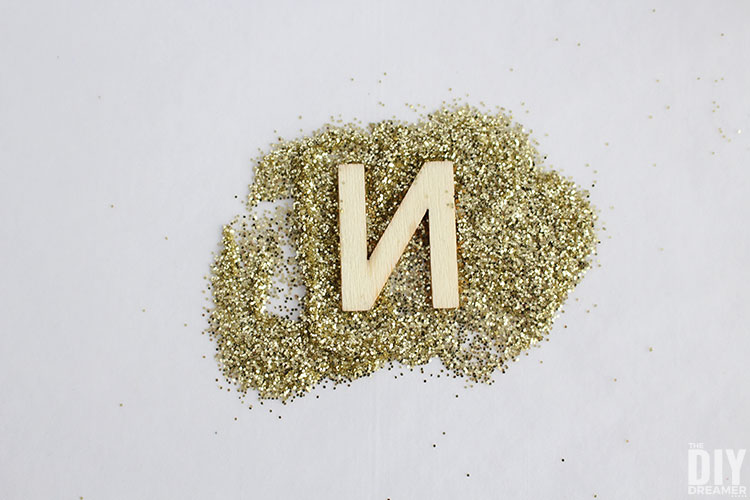 How to glitter letters.