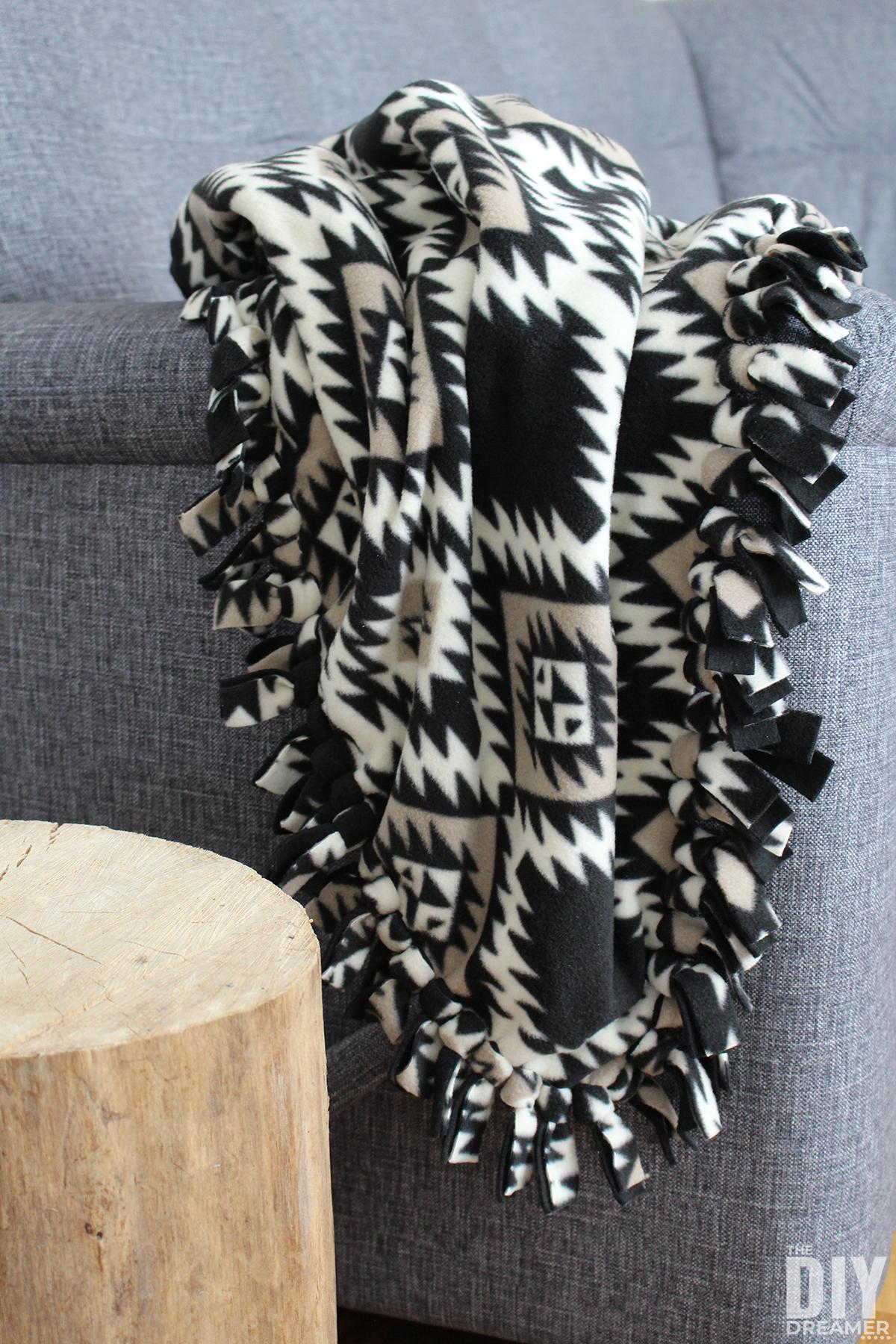 Как сделать одеяло с флисовым галстуком